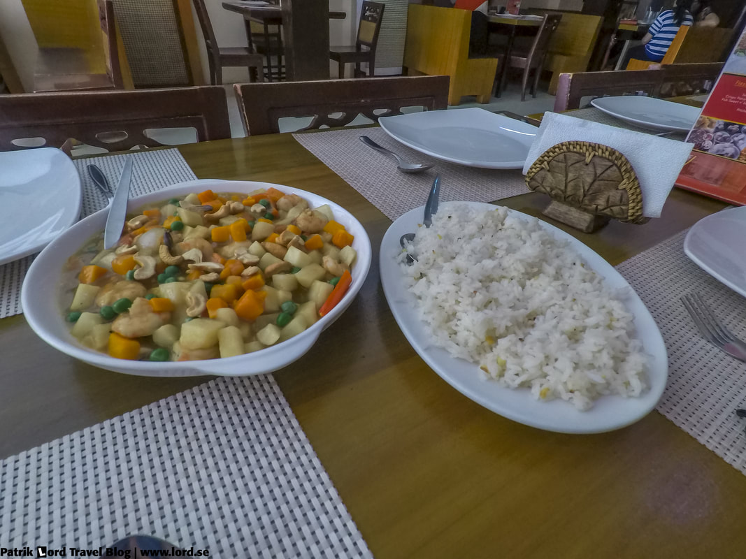Review of JJ's Dimsum and Restaurant, Chicken with cashew nuts and vegetables, Bohol Philippines © Patrik Lord Travel Blog