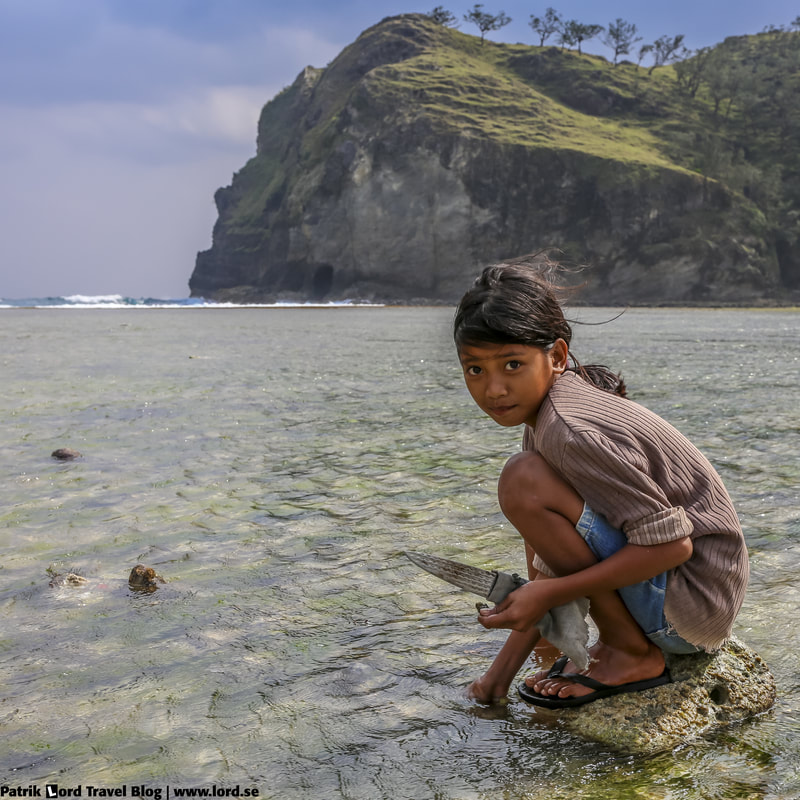 Girl collecting sea shells in Calayan Island, Philippines © Patrik Lord Travel Blog