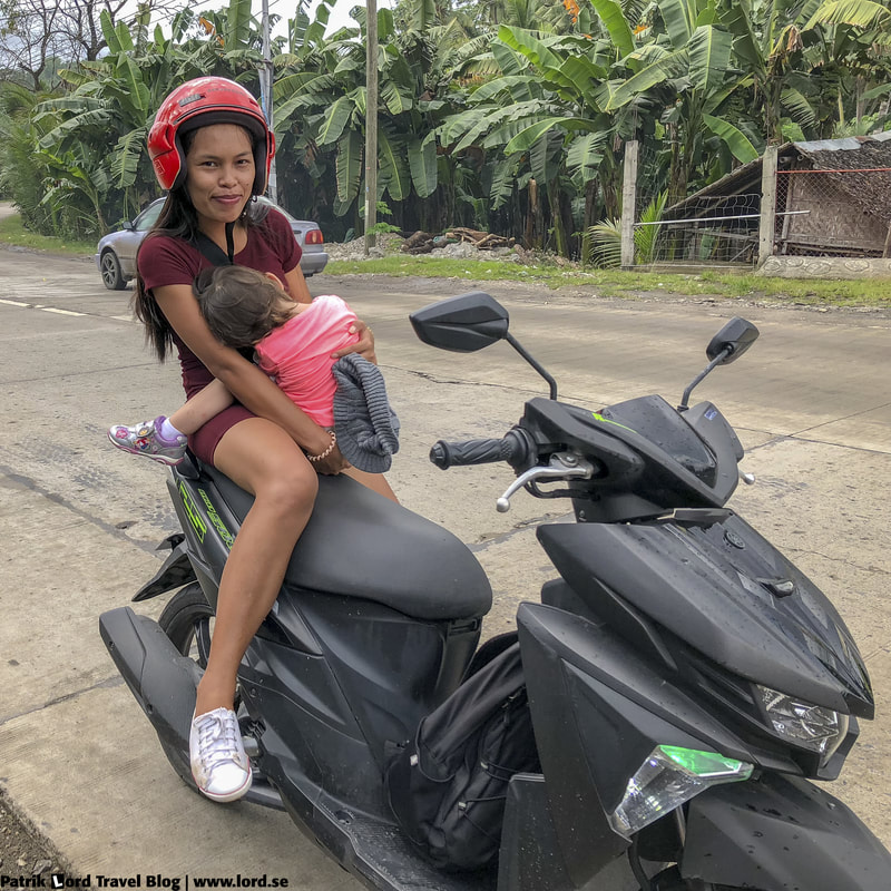 Girls and the motorbike, Dumaguete, Philippines © Patrik Lord Travel Blog