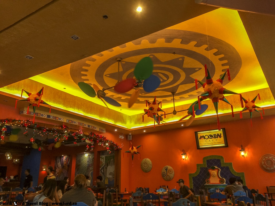 Review of Mooon Café Interior Robinsons Place Dumaguete Negros Oriental Philippines © Patrik Lord Travel Blog