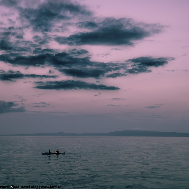 The boulevard, Two men in a boat, Dumaguete, Philippines © Patrik Lord Travel Blog
